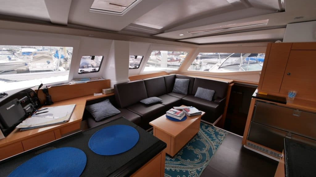 The salon of the Fountaine Pajot Helia 44