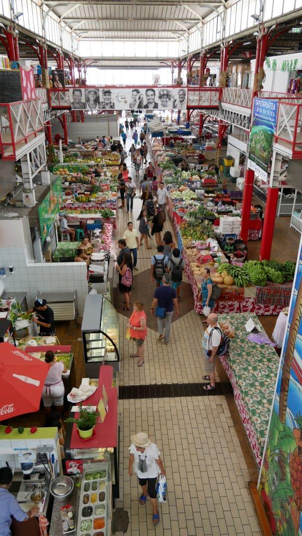 Overview of Tahiti fresh market