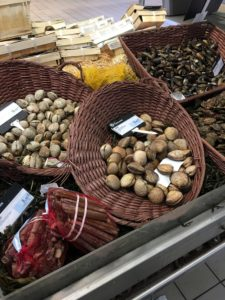 Fresh clams at the market in La Rochelle